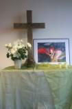 Unser Altar mit Kreuz